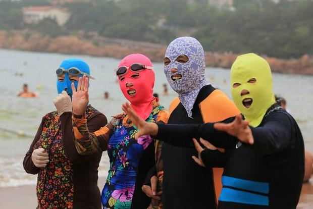 Facekinis, la tendencia en las playas chinas